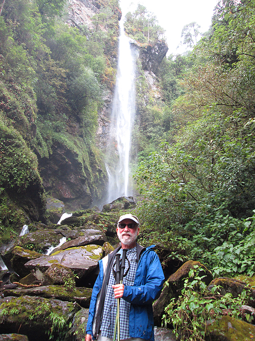 Lee visits the waterfalls at Santiago Comaltepec