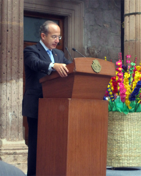 Mexico&#039;s president, Felipe Calderon, addresses attendees at World Travel Fair.
