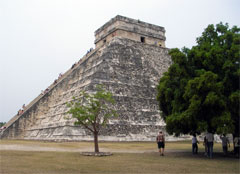 Pyramid El Castillo in Chichen-Itza
